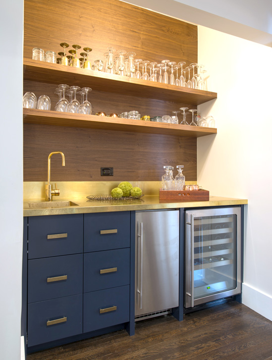 Designer Lori Sparkman created a bar in a former pantry.
