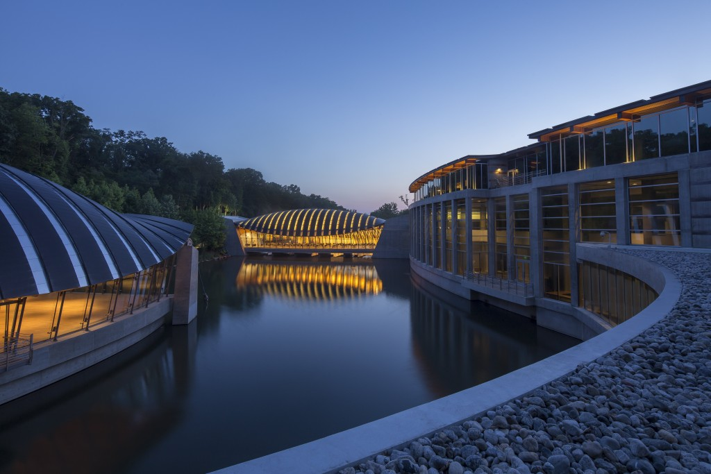 View of dining bridge at dusk; photography by Dero Sanford. Courtesy of Crystal Bridges Museum of American Art, Bentonville, Arkansas.
