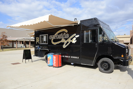 Curbside Cafe's truck provides food options for broken arrow students. Photo by Natalie Green.